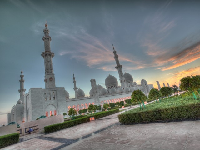 640x480_zakat-oae-abu-dhabi-sheikh-zayed-grand-mosque-uae