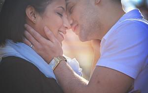 Что означает когда парень целует девушку в лоб, нос, шею?