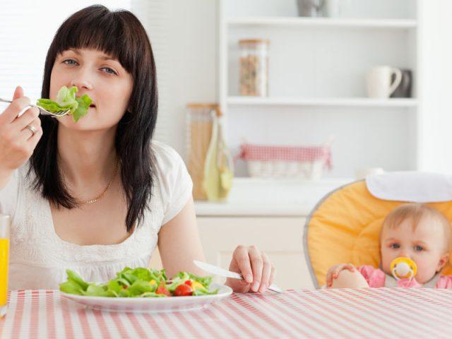 Как надо питаться кормящей маме