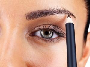 Как красиво накрасить глаза карандашом: прочитай самые важные советы