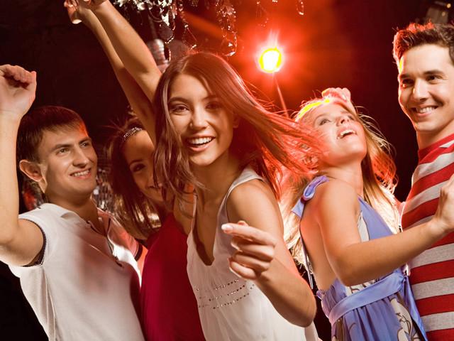 Девушка в ночном клубе
