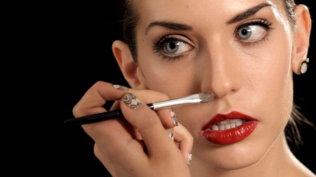 Как уменьшить нос с помощью косметики