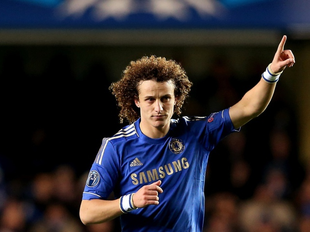 _The_football_player_of_Chelsea_David_Luiz_asking_to_pass_a_ball_049702_29