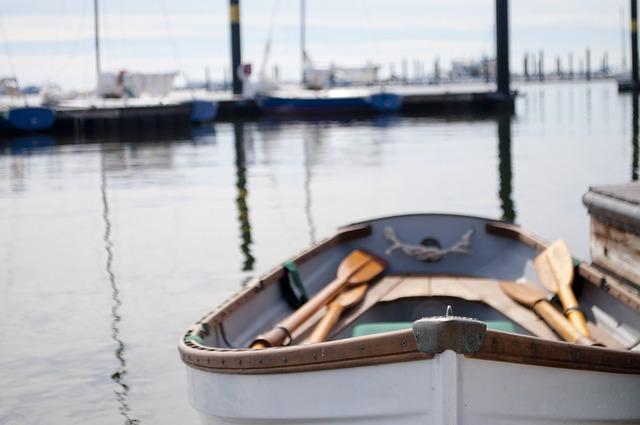 rowboat-756934_640