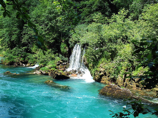Водопад на реке Тара