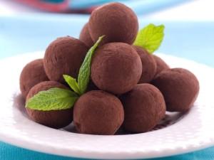 Как сделать конфеты своими руками: 5 вкусненьких рецептов для приготовления дома