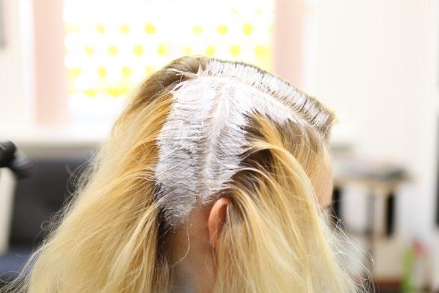 как правильно красить корни волос
