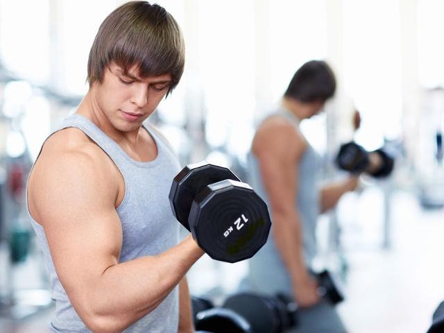 тренировки для парней в тренажерном зале