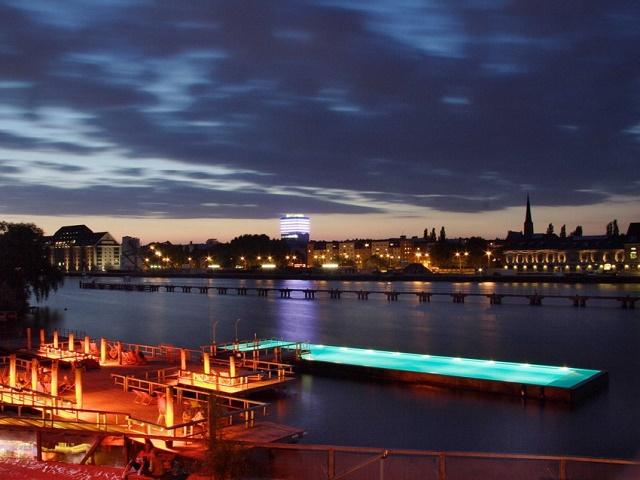 Бассейн корабль в Германии