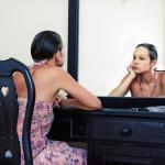 Почему нельзя смотреть в зеркало, когда плачешь: узнайте важные приметы