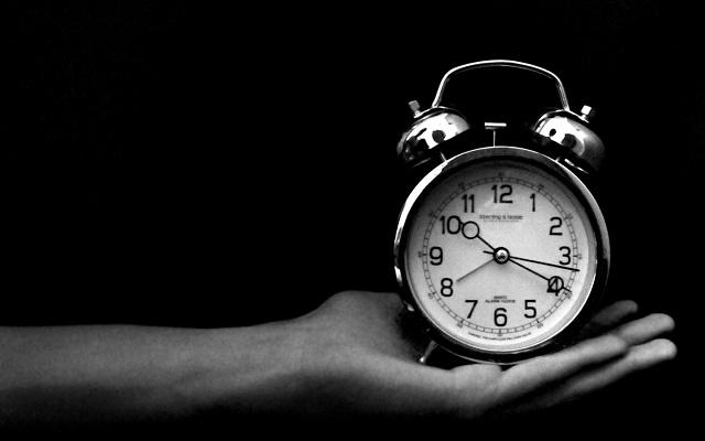 почему нельзя дарить часы девушке