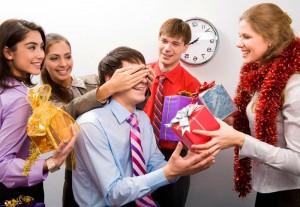 Что подарить коллегам на Новый год 2017: узнайте 16 оригинальных презентов