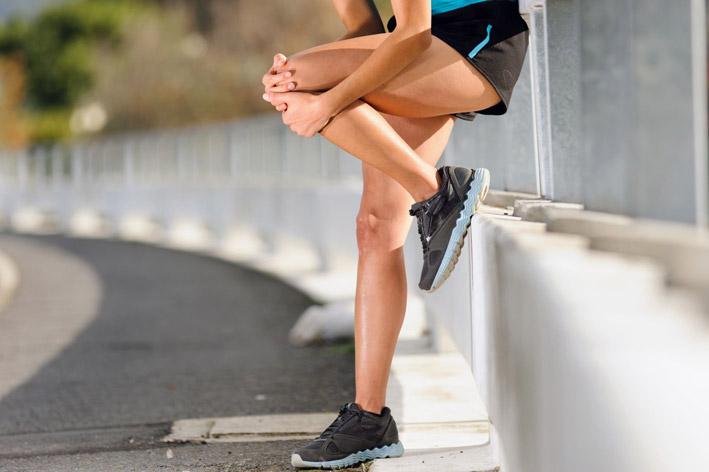 Как убрать боли в коленях