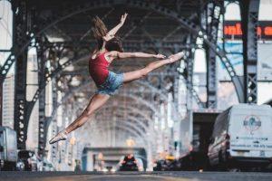 Популярные танцы 2017: как научиться танцевать дома самому?