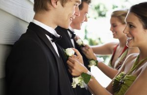 Стиль и лоск: что надеть на выпускной парню?