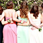 Модные прически на выпускной для девушек: как выглядеть неотразимо?