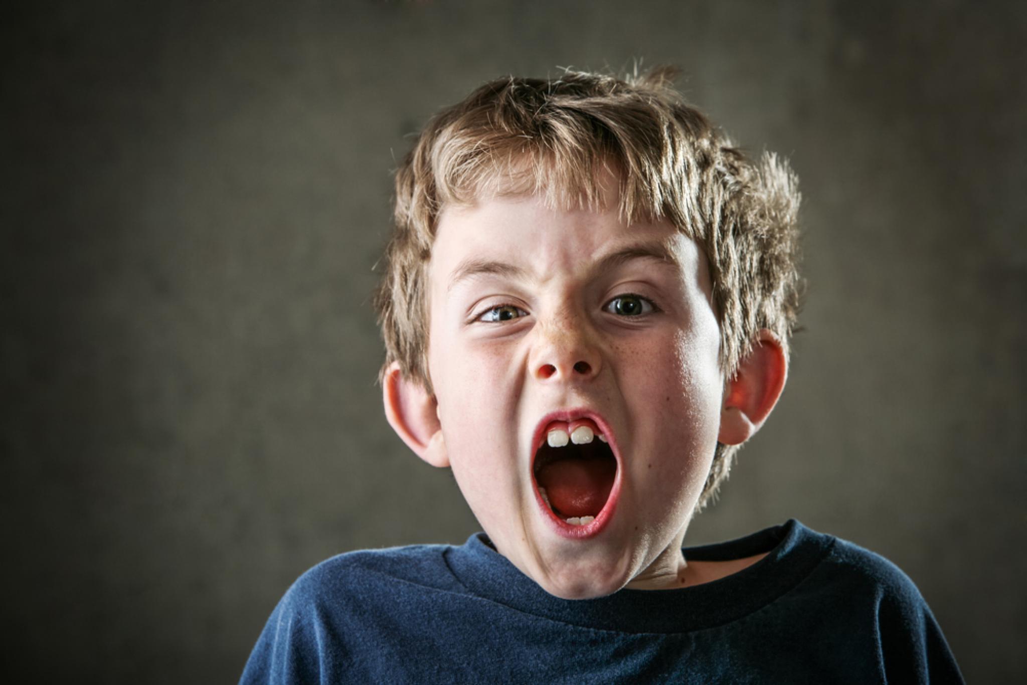 , как справиться с детской истерикой