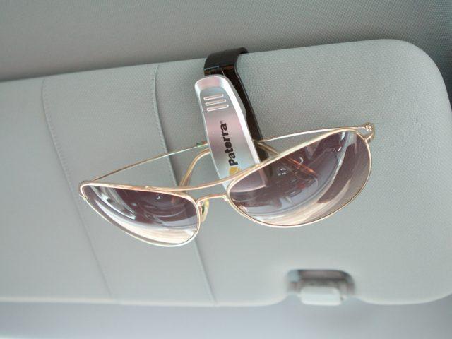 хранить очки в автомобиле