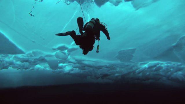 Почему вода не замерзает под толстым слоем льда