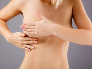 Почему одна молочная железа больше другой: основные причины