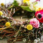 Как сделать весенний венок своими руками: 20+ идей с пошаговым процессом