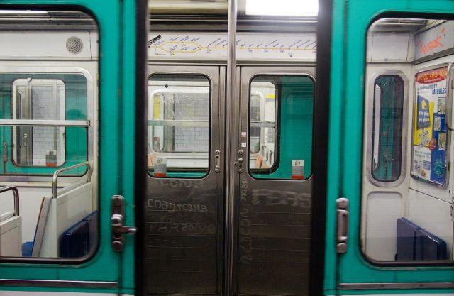 Почему двери в метро тяжелые