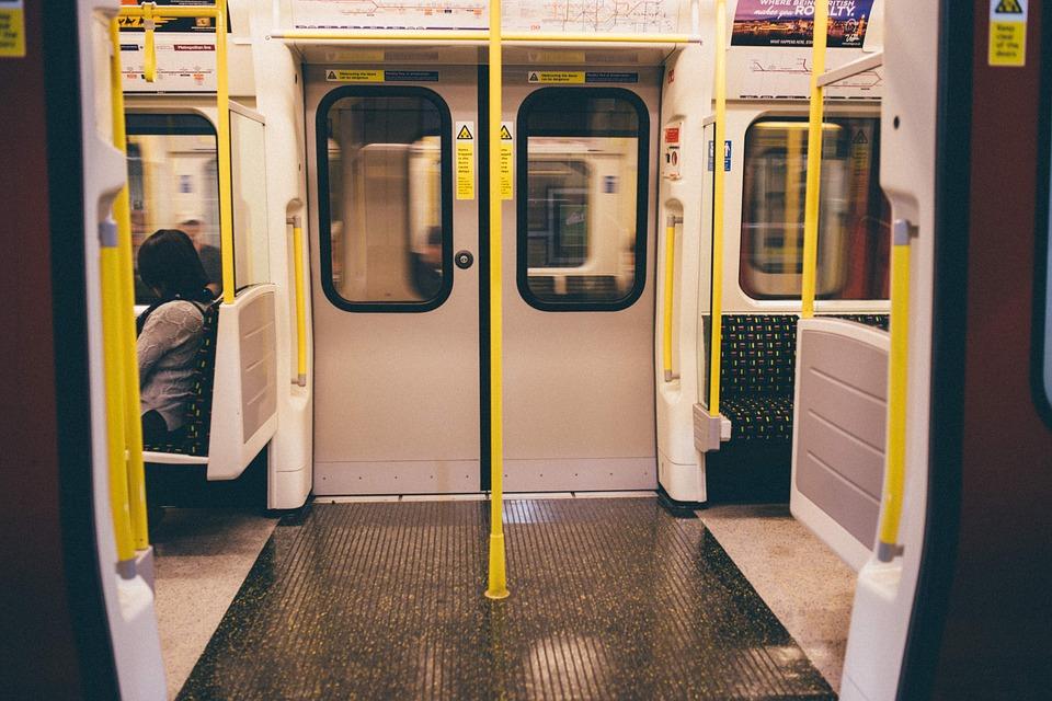 сколько весят двери в метро
