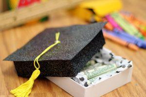 Что подарить на выпускной 11 класса ребенку?