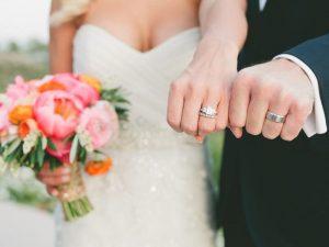 Как выбрать обручальное кольцо: о материалах, размерах и дизайне