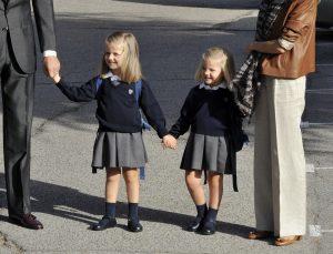 Как выбрать школьную форму для девочки: советы родителям