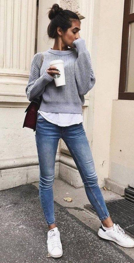 Джинсы с пуловером