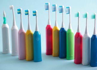 Когда и где изобрели зубную щетку: жизненный путь гениального бытового изобретения