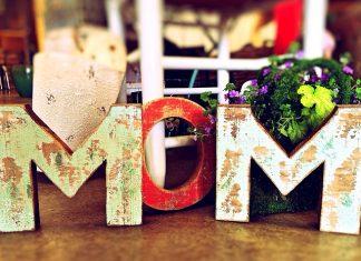 Когда день матери: поздравь свою маму вовремя