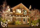 Как украсить дом к Новому году 2016: советы для тех, у кого есть свой частный дом
