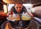 Как правильно разогревать еду в микроволновке, чтобы не отравиться?