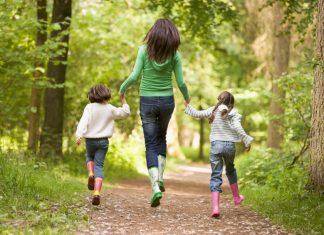 Чем увлечь ребенка 3 лет на улице в летнюю пору: узнай секреты от мамы!